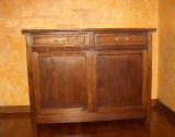 mobile in legno da restaurare